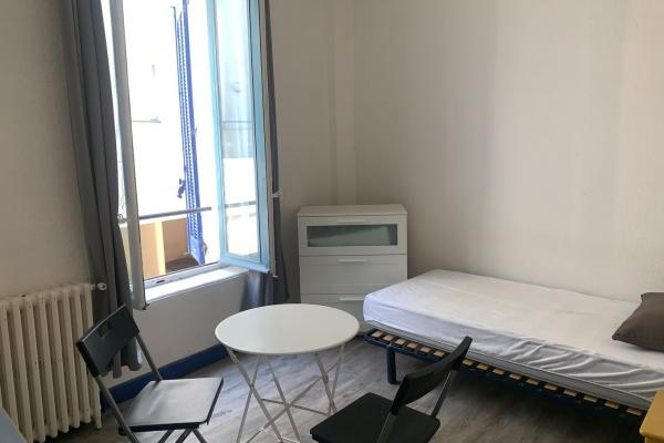 studio étudiant meublé et équipé situé centre ville de Nîmes près du lycée Daudet et de la fac disponible le 15 juillet 2021