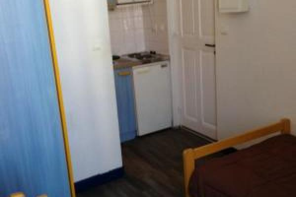 Studio de 14 m2 meublé et équipé  quartier Gare/arénes disponible pour 1 ou plusieurs mois