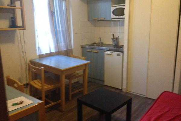 Au 1° étage d'une résidence pour étudiant quartier gare arénes, appartement 2 pièces meublé et équipé disponible le 15 juillet 2021