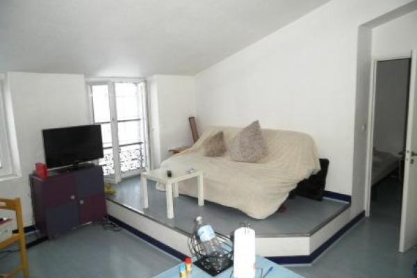 Appartement 2 pièces de 40 m2 meublé centre-ville de Nîmes à proximité de la gare SNCF et des arénes disponible le 20 Avril 2021