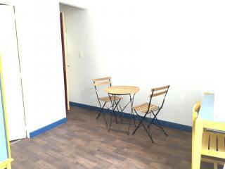 Trés agréable studio meublé et équipé  à proximité du lycée Daudet et des arènes disponible à partir du 1° Juillet 2021