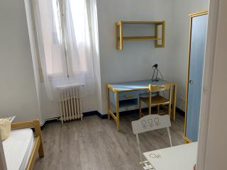 studio meublé en résidence étudiante situé près du Lycée Alphonse Daudet et de la Fac des Carmes disponible début juillet