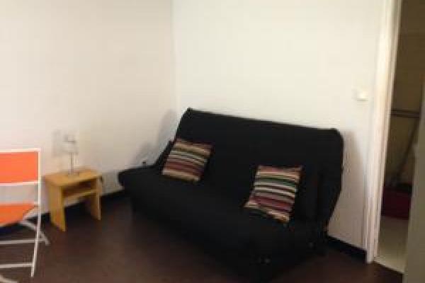 studio meublé  disponible au 31 août  2021 situé au dernier étage avec ascenseur de la résidence Nîmes quartier gare arénes