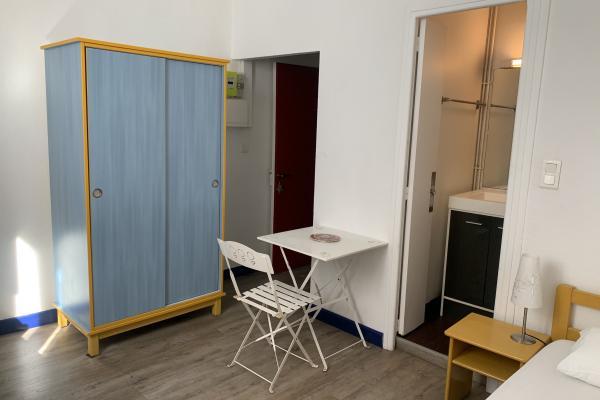 studio meublé en résidence étudiante situé près du Lycée Alphonse Daudet et de la Fac des Carmes disponible à partir du 16 juin 2021