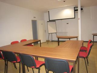 Louer salle de réunion entreprise et association - Centre-ville de Nîmes - Espace Grizot