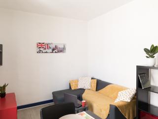 Appartement 2 pièces meublé prés du lycée Daudet et de la gare SNCF disponible début juin 2021 à mi août