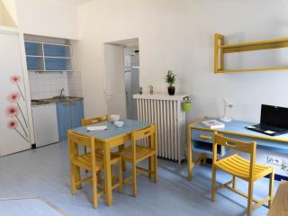 Appartement 2 pièces de 40 m2 meublé centre-ville de Nîmes à proximité de la gare SNCF et des arénes disponible  début  juillet 2021
