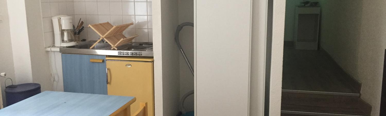 spécial stagiaire! appartement meublé très lumineux au 2° étage d'une résidence étudiante du centre ville de Nîmes pour 1 ou 2 personnes disponible début mars 2021