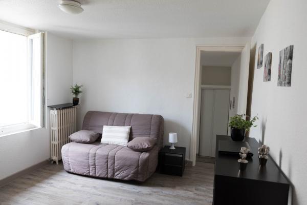 P1 meublé en résidence étudiante  quartier gare Arénes disponible le 18 août 2021