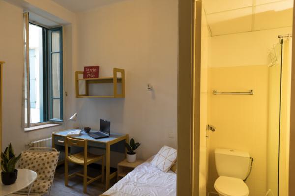 studio étudiant meublé à 360€/ mois disponible début juillet 2021 prés de la gare SNCF, de la fac des carmes et du lycée daudet