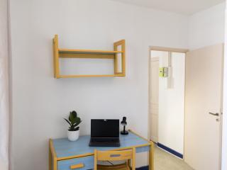 Appartement 2 piéces meublé et équipé quartier gare/arénes disponible