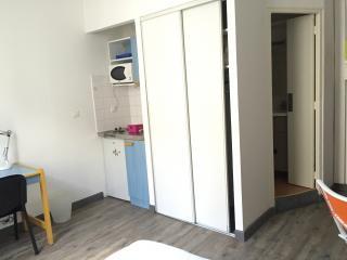 studio meublé en résidence étudiante disponible du 16 juin au 12 juillet 2021 situé près du Lycée Alphonse Daudet et de la Fac des Carmes