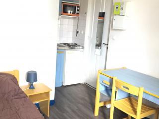 DISPONIBLE AU 01 SEPTEMBRE 2021, studio meublé en résidence étudiante  prés du Lycée Daudet, de la Fac des Carmes et des Bus.