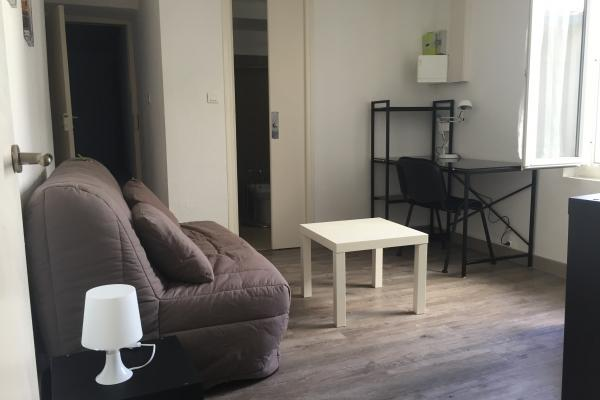 P1 meublé en résidence étudiante  quartier gare arénes disponible début mai